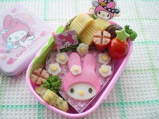 マイメロディのお弁当 – うさぎ型で平面メロディちゃん♪