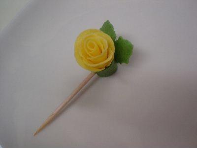 食べれちゃう薔薇(バラ)のピック – 楊枝をお弁当用シートで可愛くデコ★
