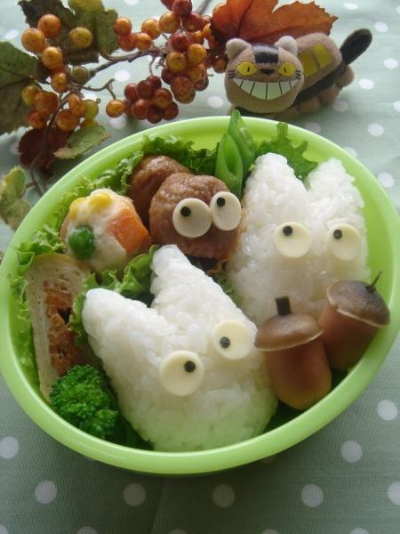 小トトロのお弁当 – 隣にはまっくろくろすけとどんぐりも♪