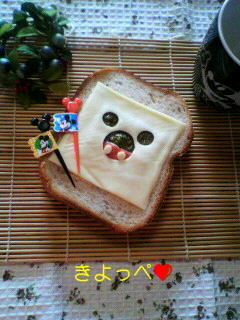 ペットボトルのフタでミッキーサンドパン