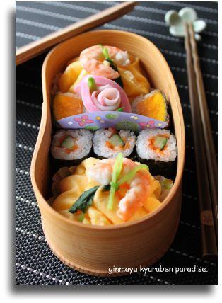 華やかな茶巾寿司弁当