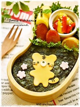 クマ型チーズでとらくん海苔弁