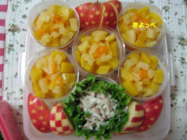 お弁当に水玉模様が可愛いりんご