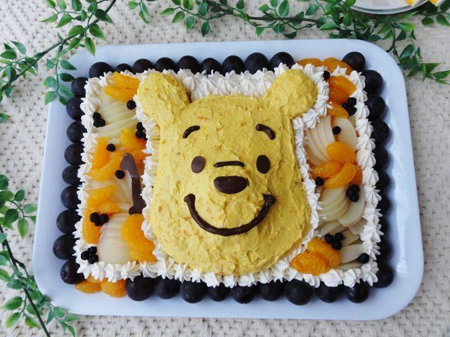かぼちゃ生クリームを使ったクマのプーさん誕生日ケーキ