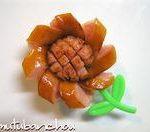 ソーセージでヒマワリ – 夏の花☆ウィンナーで向日葵に飾り切り♪