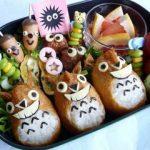 トトロのいなり寿司 – どんぐりウィンナー&まっくろくろすけの運動会弁当